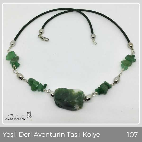 Doğal yeşil deri ve aventurin ham taşlar kullanılarak,gümüş kaplama metaryellerlen üretilmiştir.