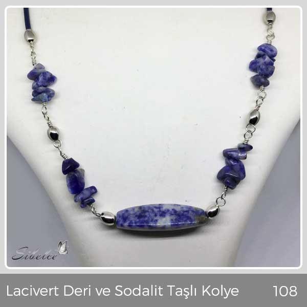 Doğal lacivert deri ve sodalit taşlar kullanılarak, Gümüş kaplama materyeller ile üretilmiştir.